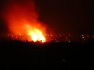 https://upload.wikimedia.org/wikipedia/commons/7/7d/Beltane_Bonfire_on_Calton_Hill.JPG
